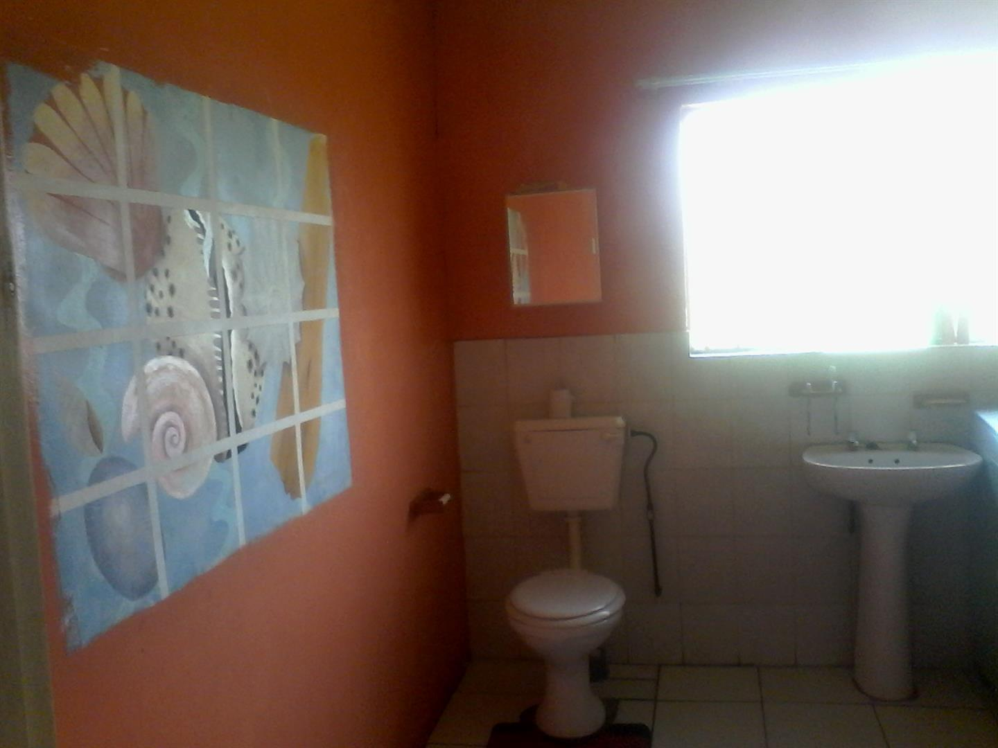 Roods Gardens property for sale. Ref No: 13462016. Picture no 7