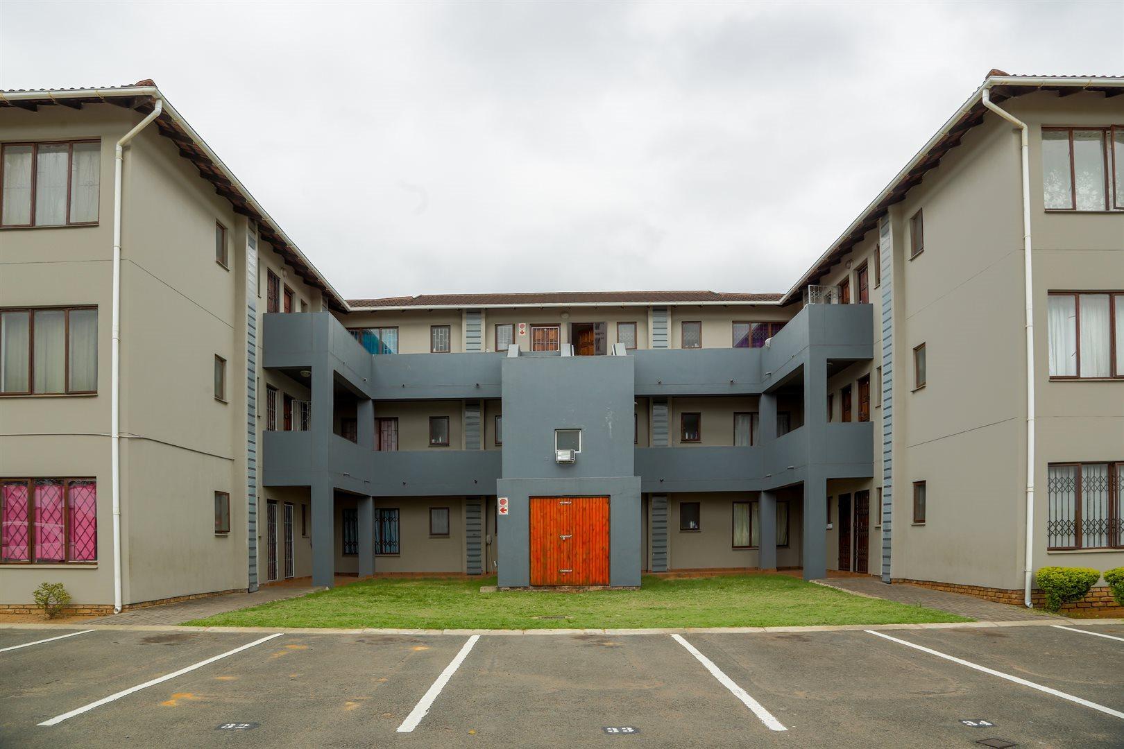 Brackenham property for sale. Ref No: 13491567. Picture no 2