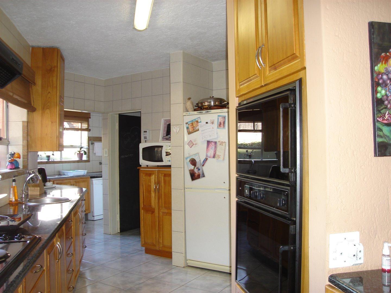 Eldoraigne property for sale. Ref No: 13494397. Picture no 11