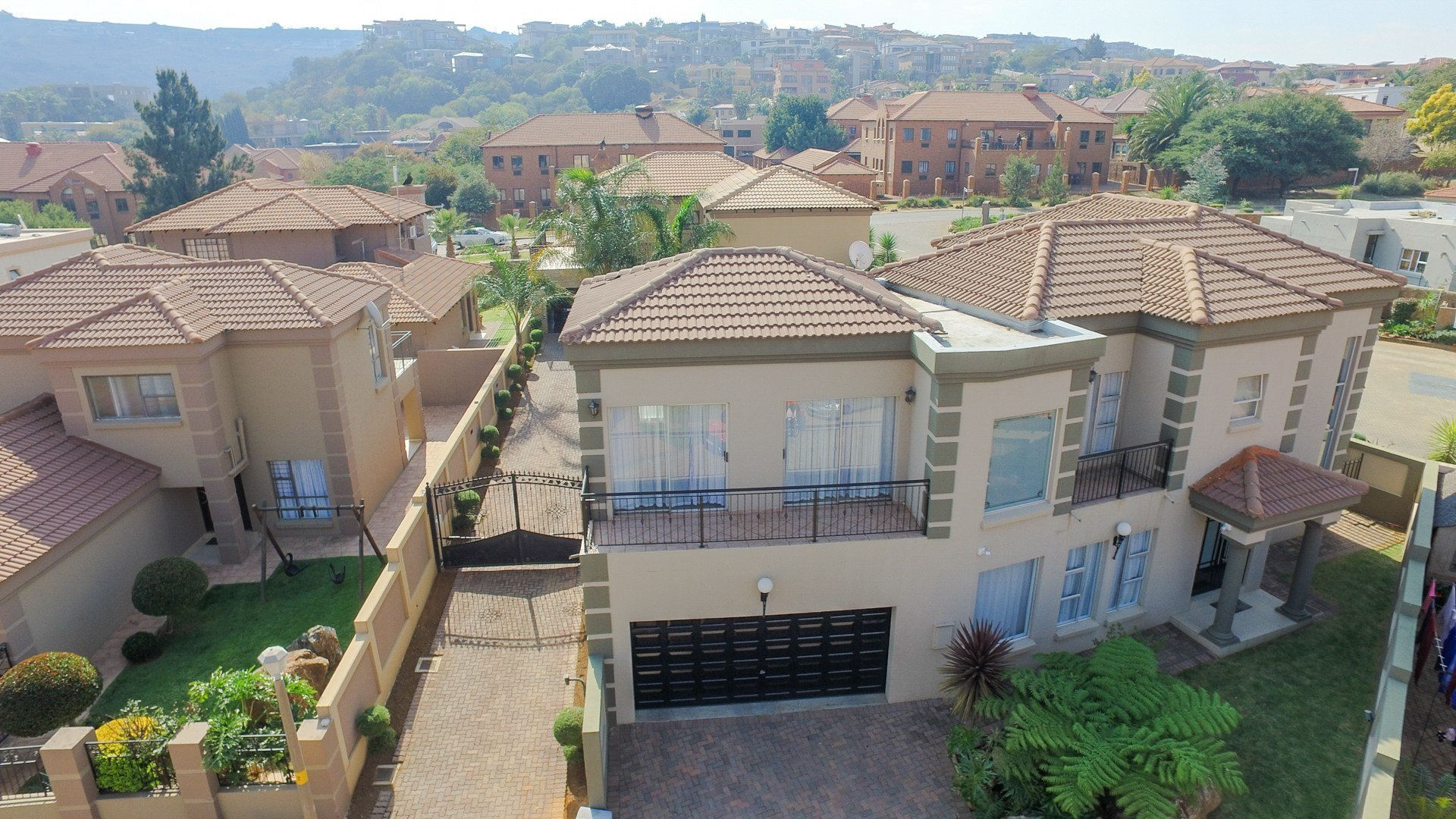 Property and Houses for sale in Bassonia Rock, House, 4 Bedrooms - ZAR 2,595,000