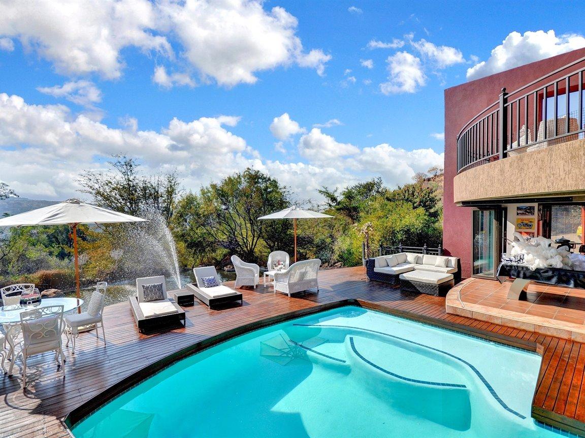 Glenvista property for sale. Ref No: 13390499. Picture no 23