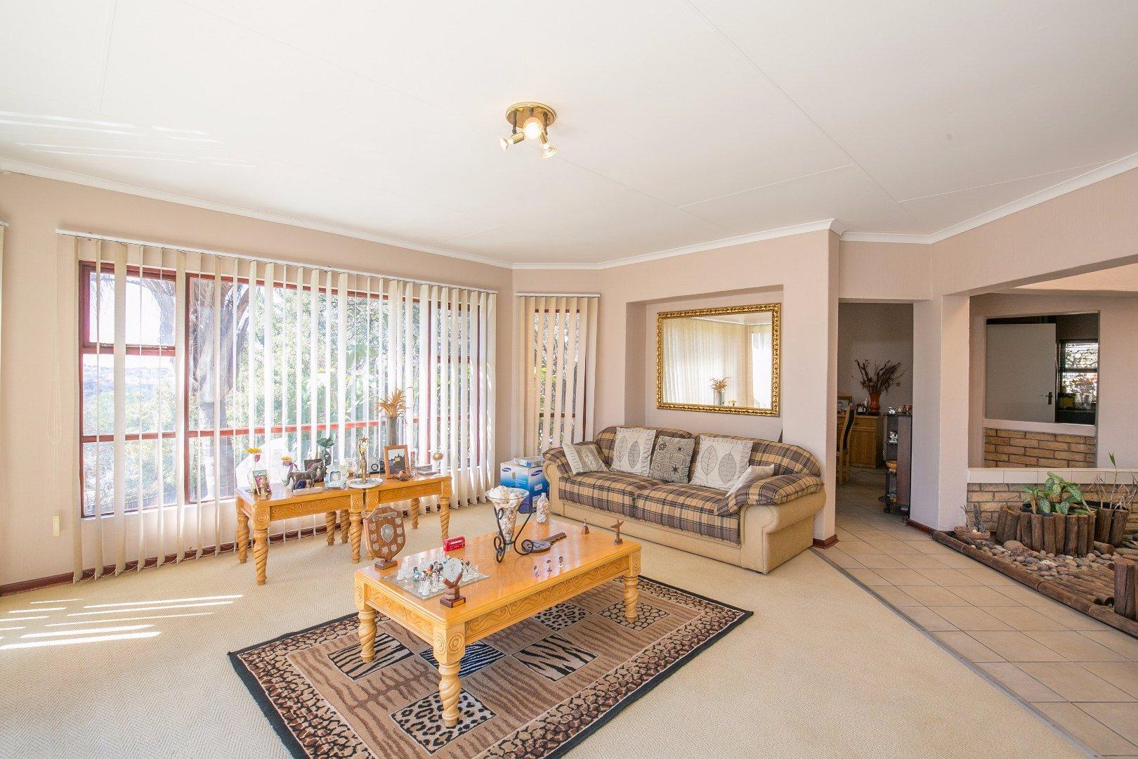 Glenvista property for sale. Ref No: 13524495. Picture no 14