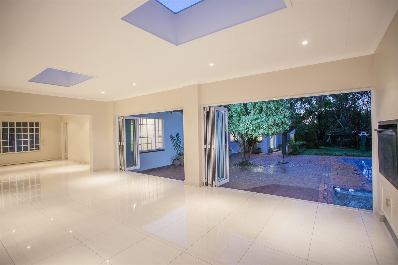Fourways property for sale. Ref No: 13541531. Picture no 6