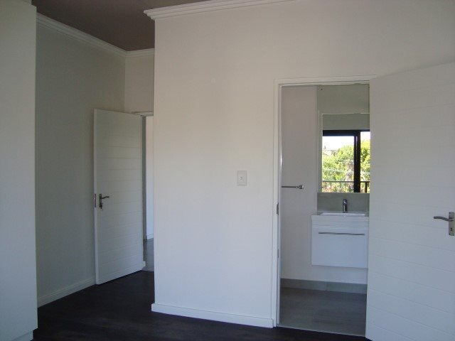 Kenilworth property to rent. Ref No: 13552415. Picture no 7