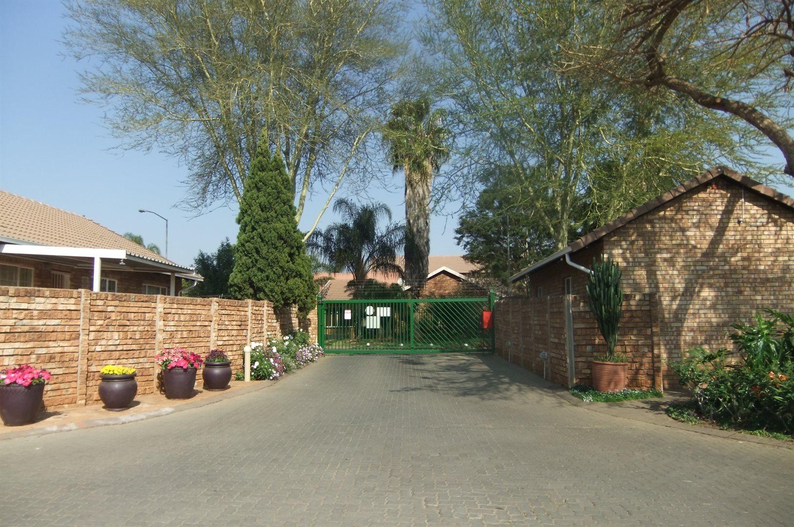 Doornpoort property for sale. Ref No: 13529208. Picture no 19
