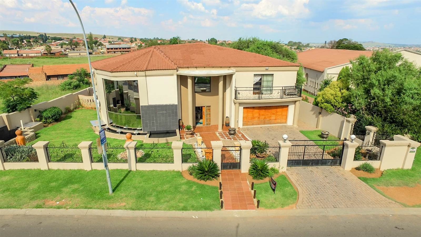 Johannesburg, Lenasia South Property    Houses For Sale Lenasia South, Lenasia South, House 6 bedrooms property for sale Price:3,100,000