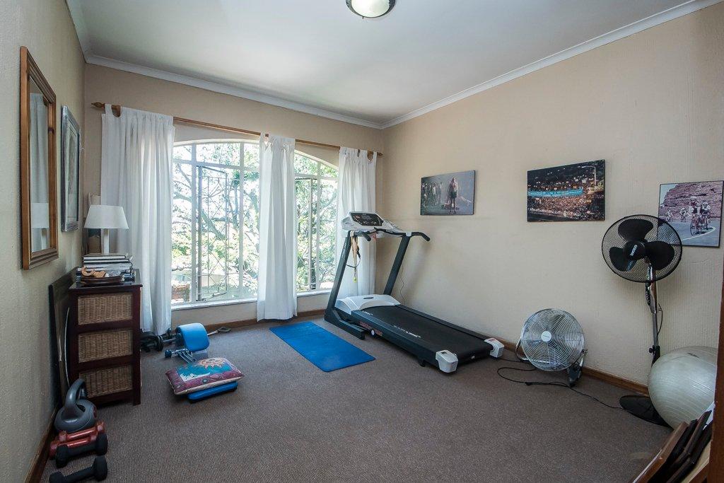 Glenvista property for sale. Ref No: 13529565. Picture no 11