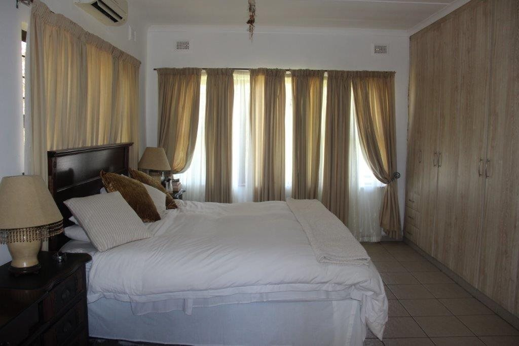 Uvongo property for sale. Ref No: 13529548. Picture no 28