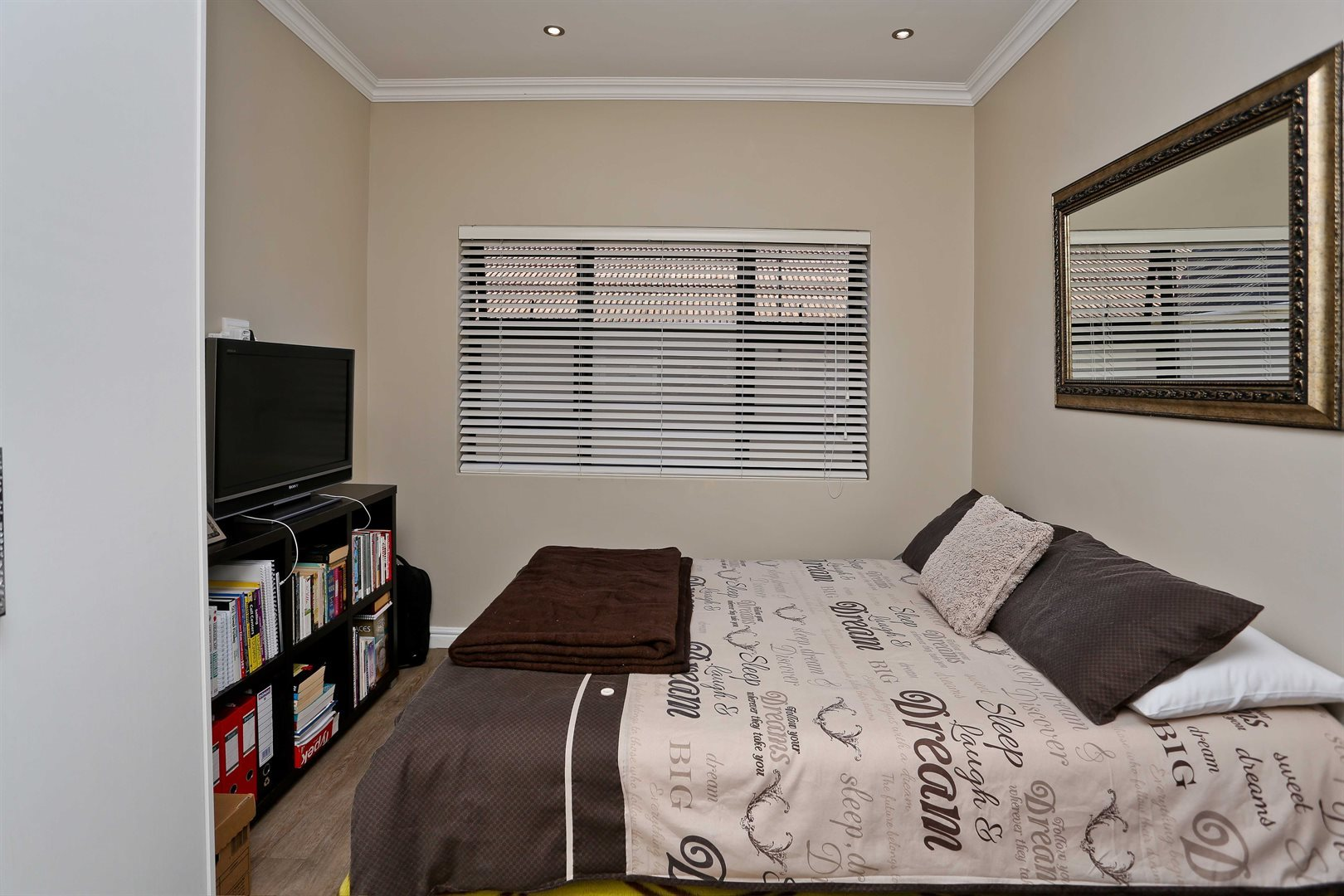 Plumstead property for sale. Ref No: 13581245. Picture no 15