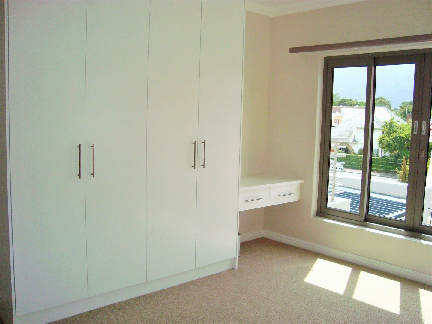 Claremont property to rent. Ref No: 13575482. Picture no 17