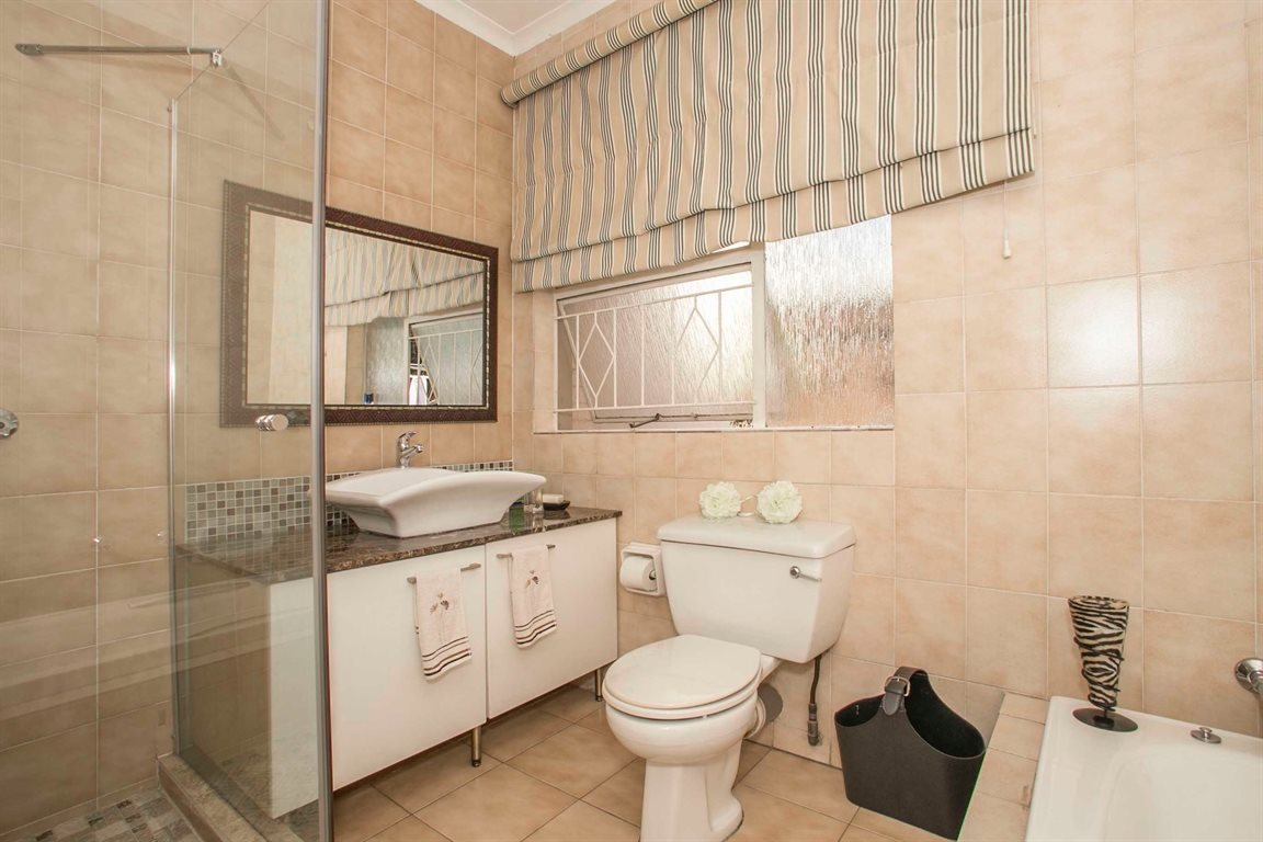 Fourways property for sale. Ref No: 13379177. Picture no 15