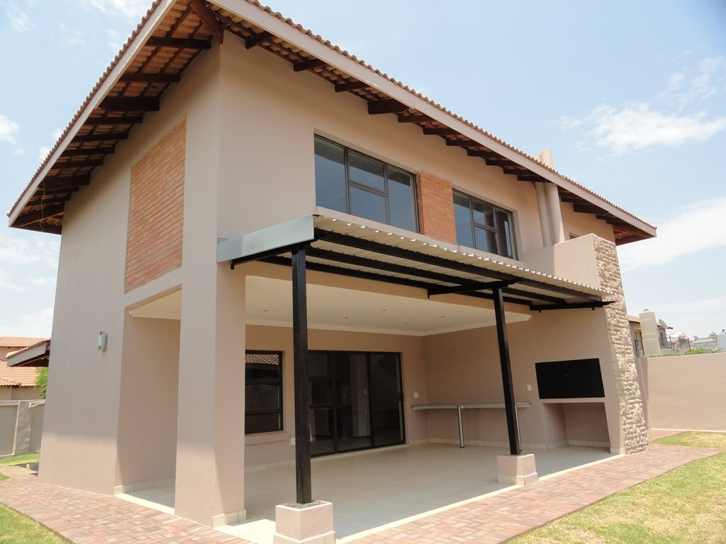 Six Fountains Residential Estate property for sale. Ref No: 13429423. Picture no 6