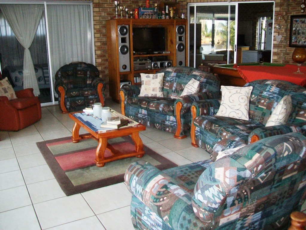 Uvongo property for sale. Ref No: 12759466. Picture no 11