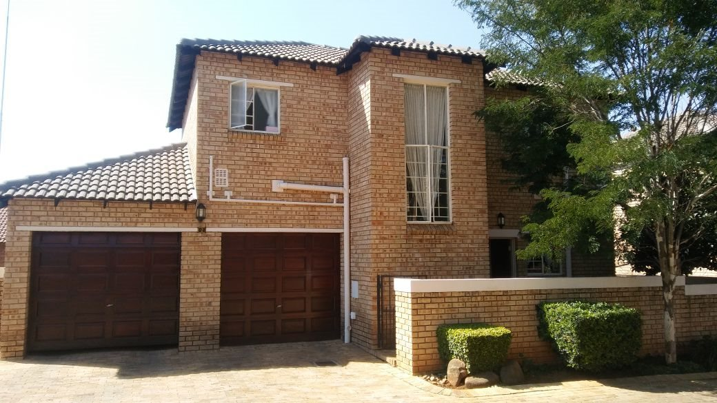 Roodepoort, Willowbrook Property  | Houses For Sale Willowbrook, Willowbrook, Townhouse 3 bedrooms property for sale Price:1,299,000