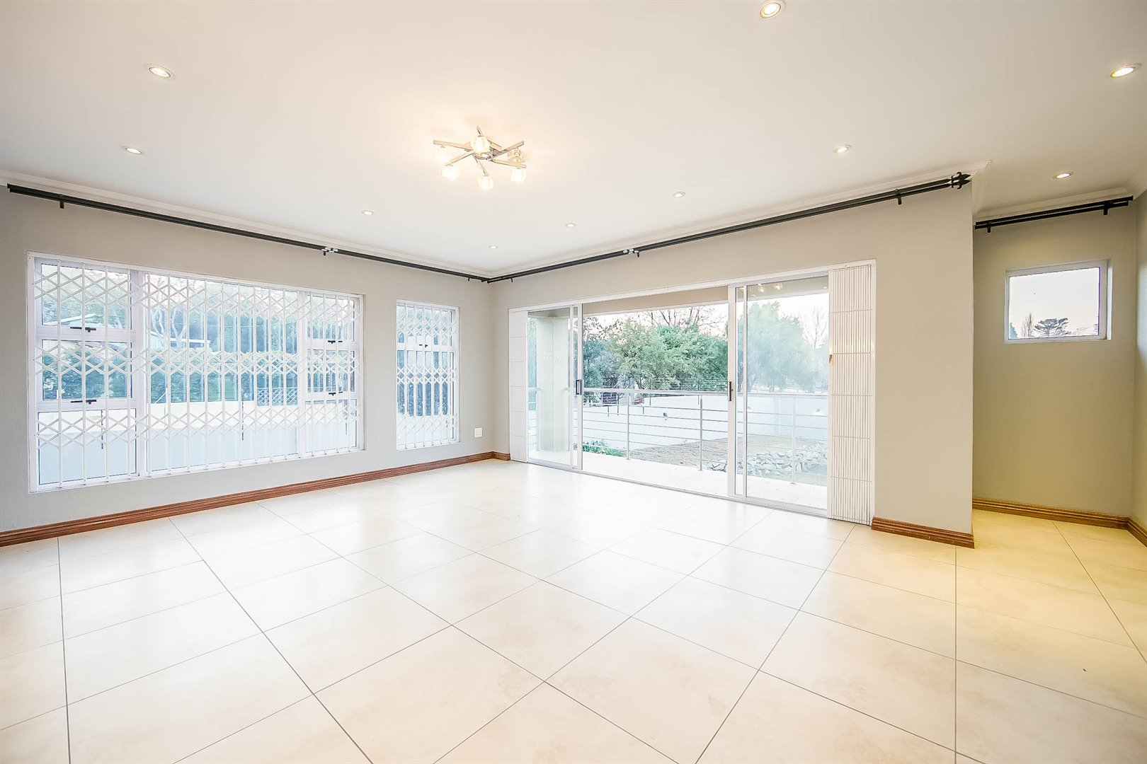 Lonehill property for sale. Ref No: 13510684. Picture no 9