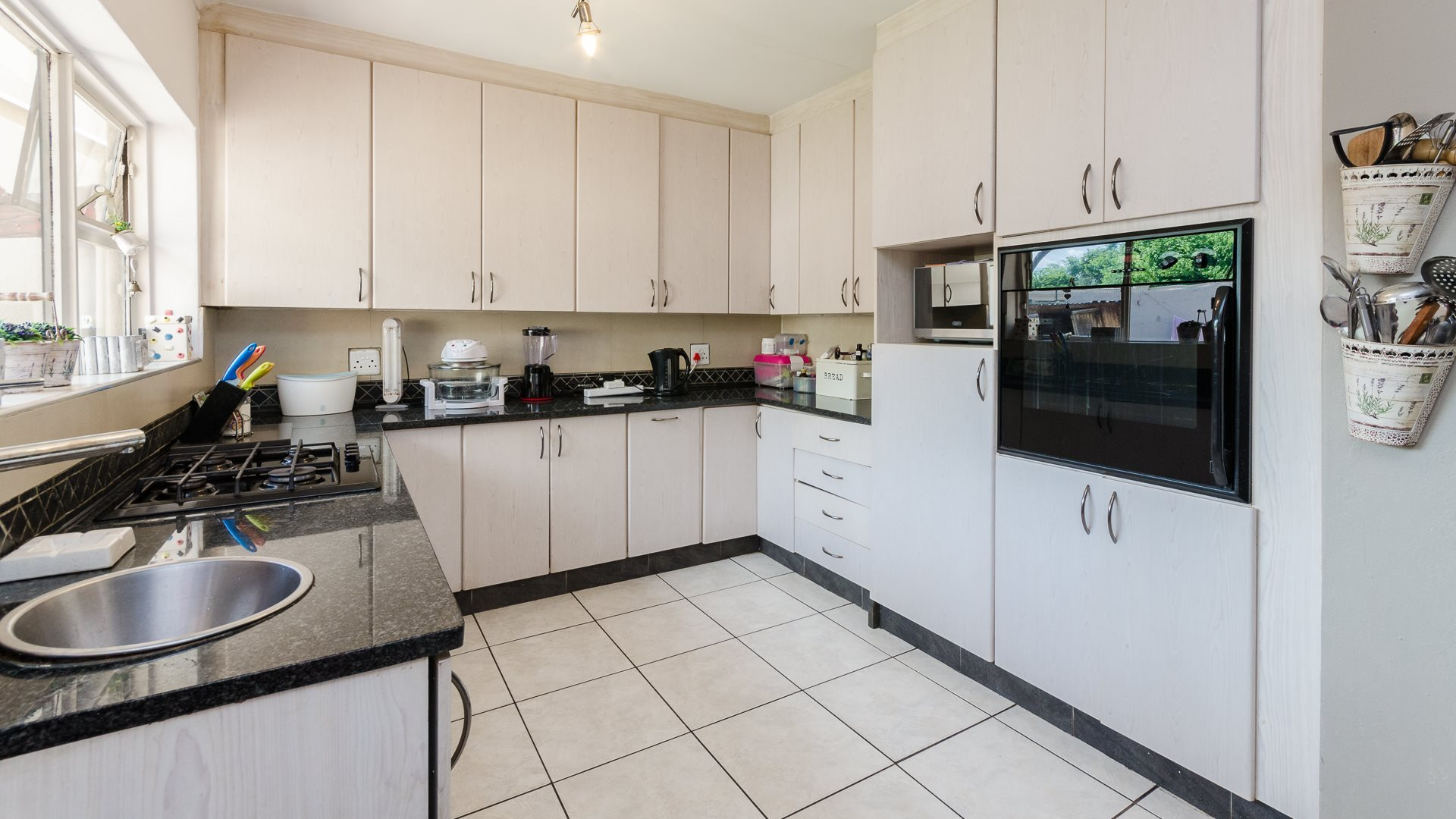 Bramley North property for sale. Ref No: 13565498. Picture no 4