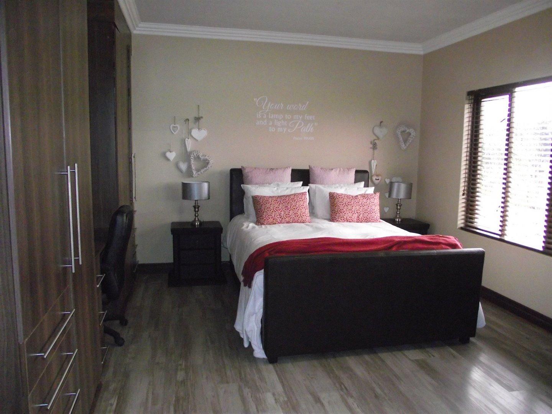 Midstream Estate property for sale. Ref No: 13477549. Picture no 12