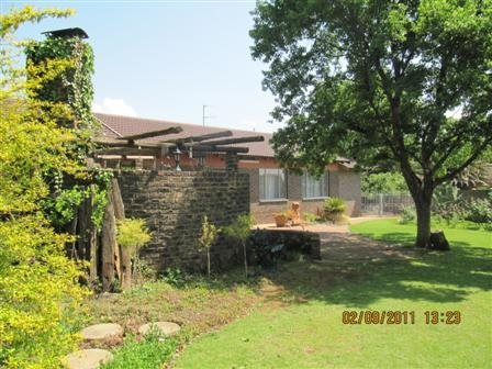 Three Rivers East property for sale. Ref No: 13523179. Picture no 2
