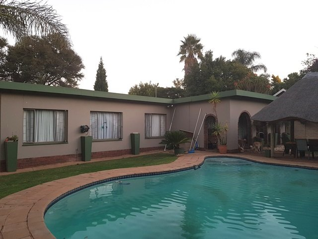 Property and Houses for sale in Garsfontein, House, 3 Bedrooms - ZAR 1,950,000