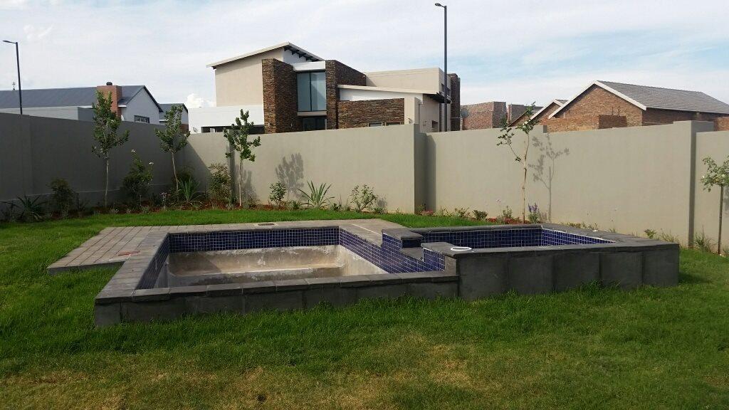 Midstream Ridge Estate property for sale. Ref No: 13379169. Picture no 16