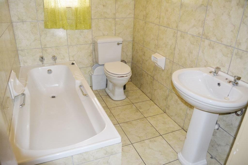 Margate property for sale. Ref No: 13567448. Picture no 9