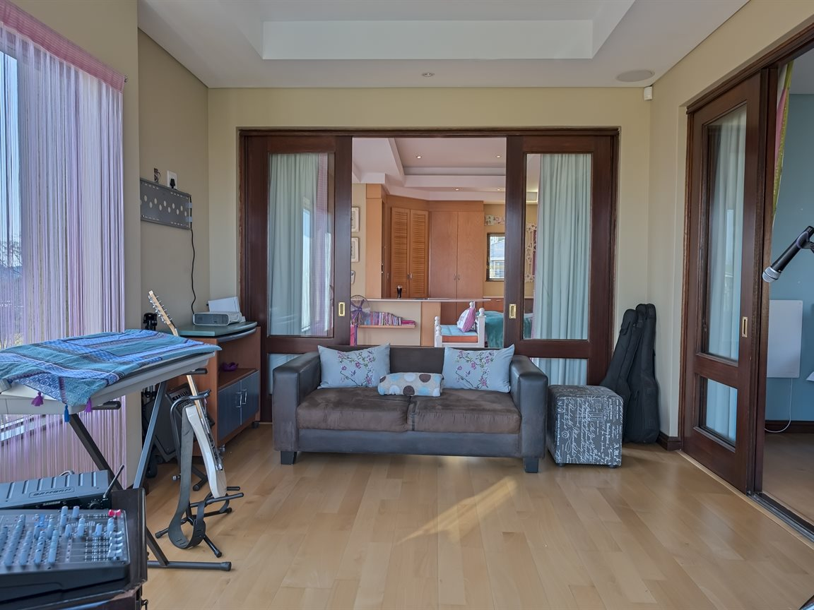 Three Rivers East property for sale. Ref No: 13240975. Picture no 21