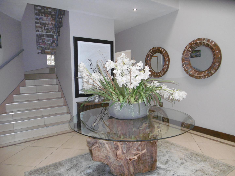 Bryanston property for sale. Ref No: 13443961. Picture no 7