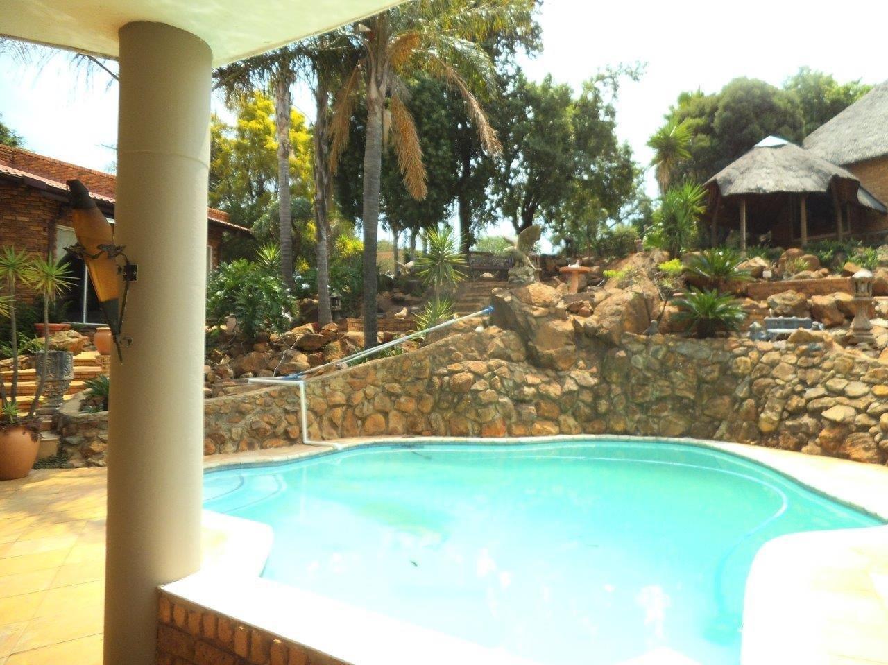 Glenvista property for sale. Ref No: 13624500. Picture no 6