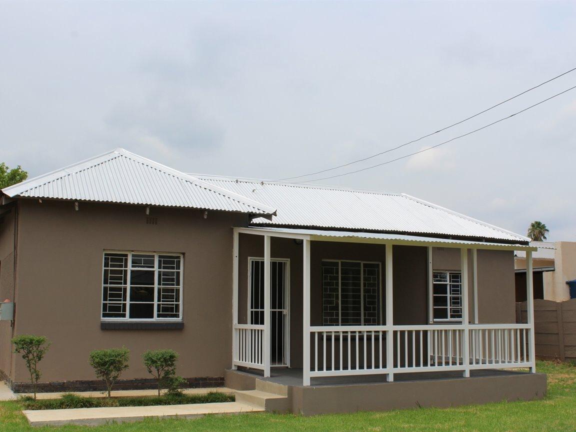 Potchefstroom, Potchefstroom Property  | Houses For Sale Potchefstroom, Potchefstroom, House 3 bedrooms property for sale Price:POA