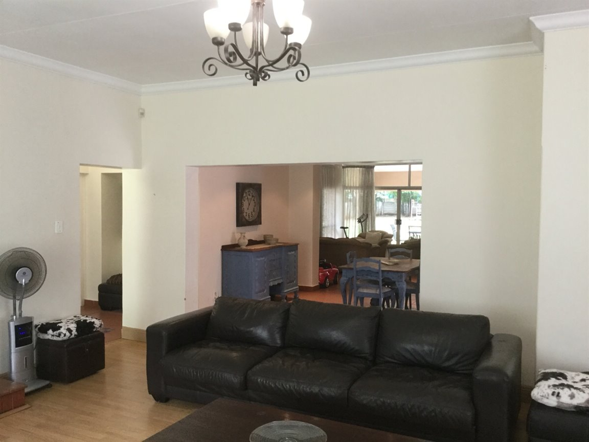 Three Rivers Proper property for sale. Ref No: 13297649. Picture no 5