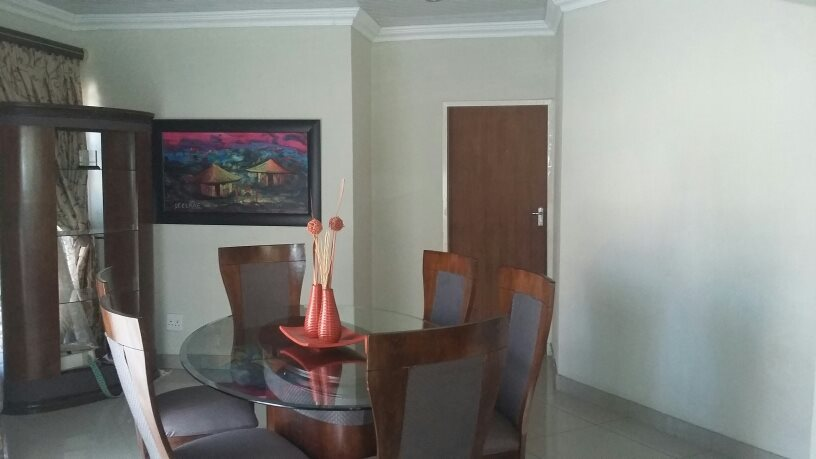 Karenpark property for sale. Ref No: 13565301. Picture no 9