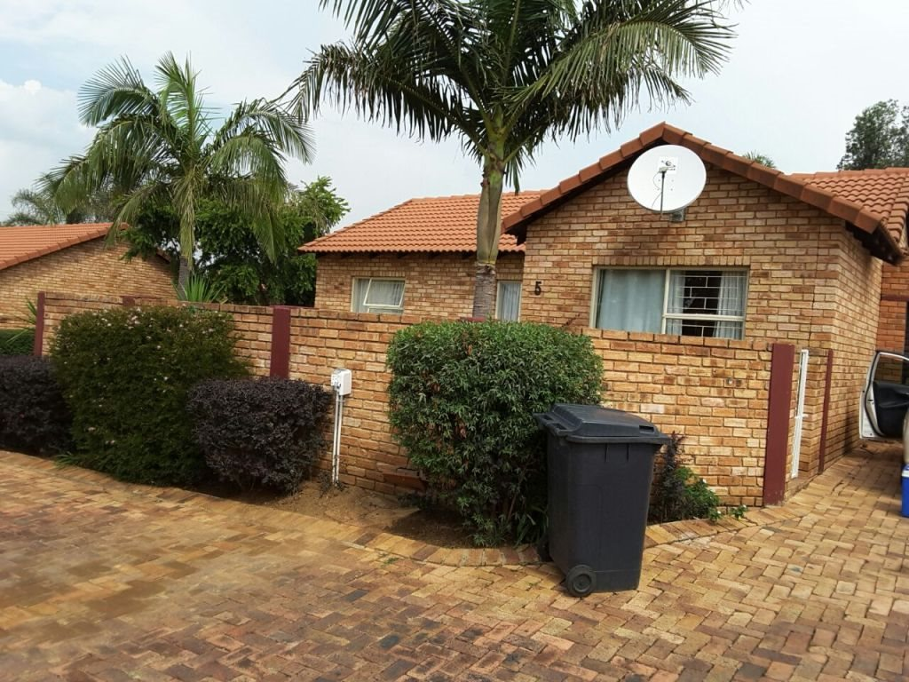 Roodepoort, Wilgeheuwel Property  | Houses For Sale Wilgeheuwel, Wilgeheuwel, House 3 bedrooms property for sale Price:950,000