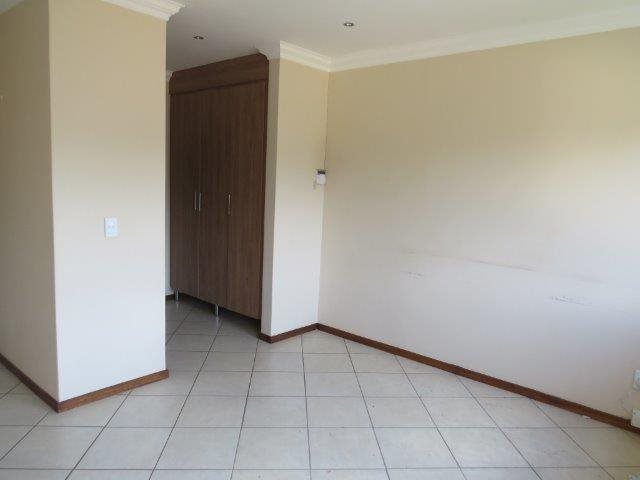 Eldo View property for sale. Ref No: 13548557. Picture no 16