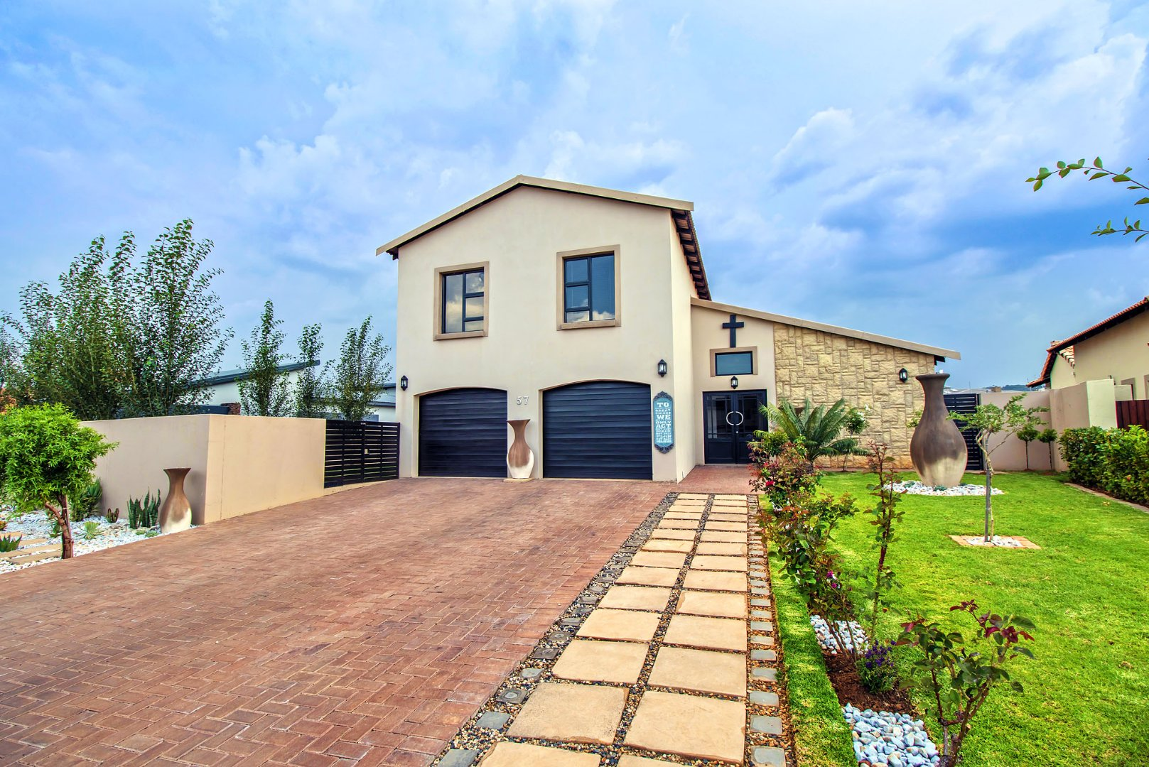 Property and Houses for sale in Newmark Estate, House, 4 Bedrooms - ZAR 2,990,000