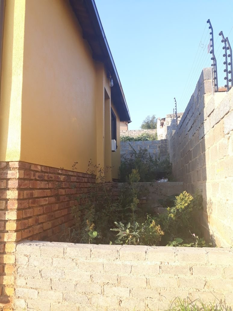 Clayville property for sale. Ref No: 13615342. Picture no 5