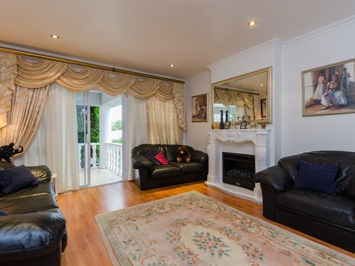 Bryanston property for sale. Ref No: 13418612. Picture no 10