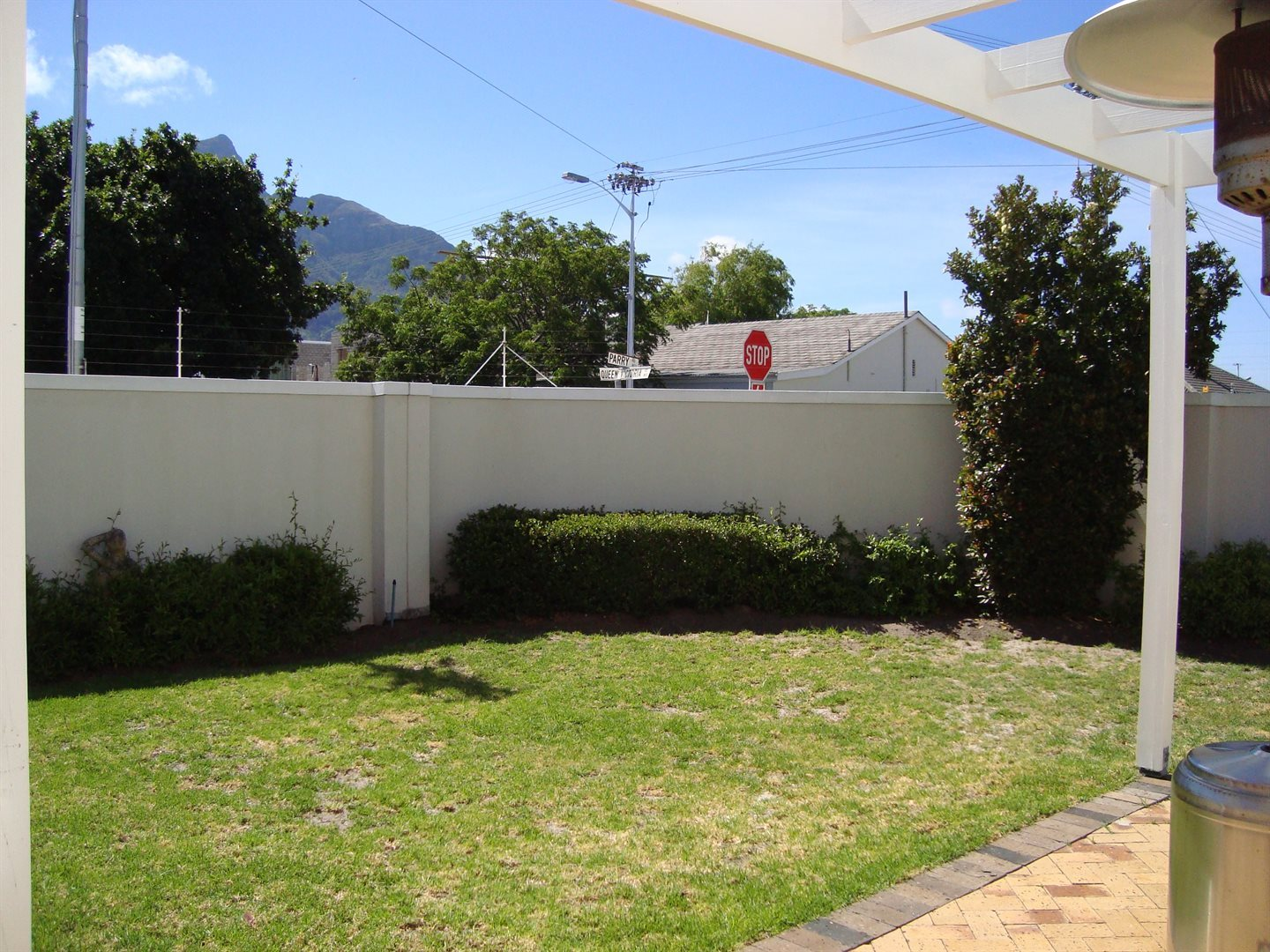 Claremont property to rent. Ref No: 13552054. Picture no 5