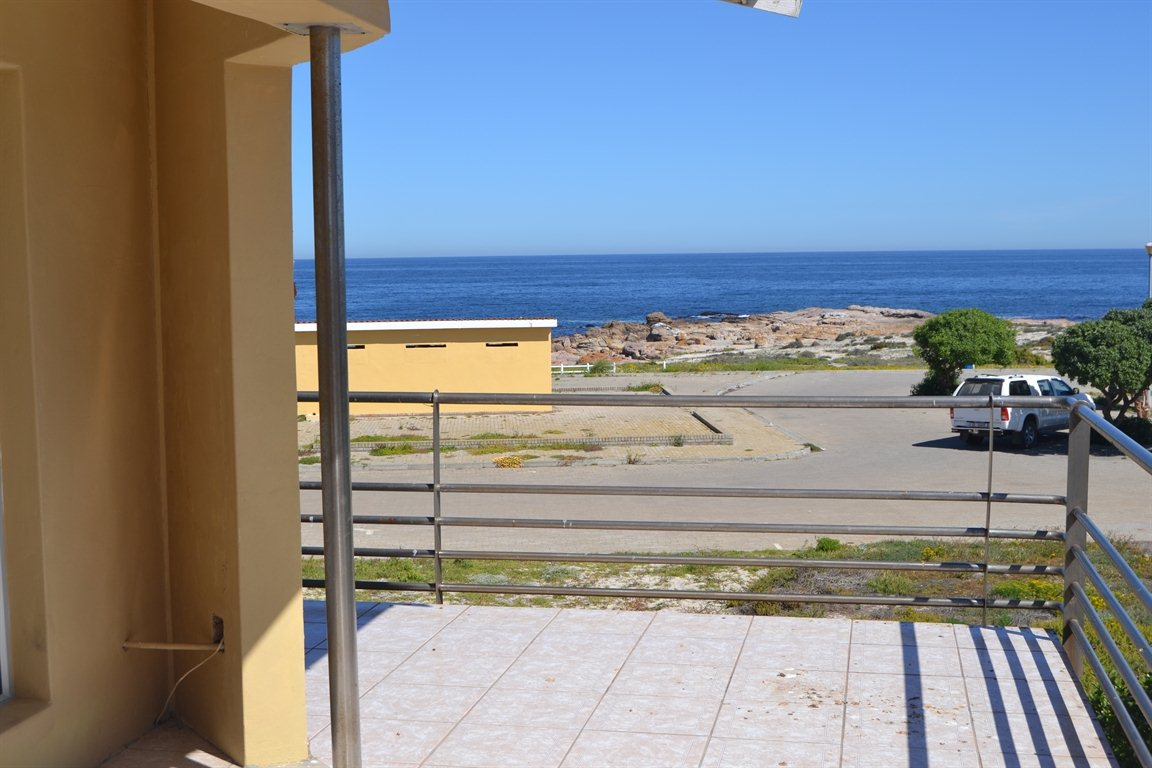 Lamberts Bay property for sale. Ref No: 13394487. Picture no 21
