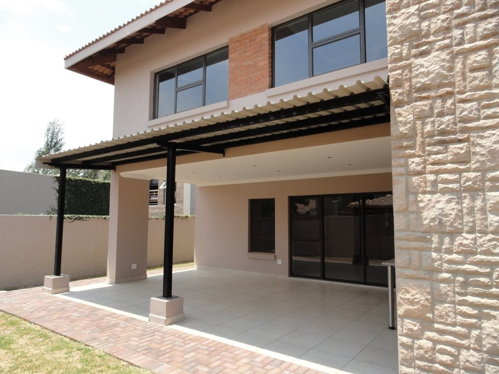 Six Fountains Residential Estate property for sale. Ref No: 13429423. Picture no 2