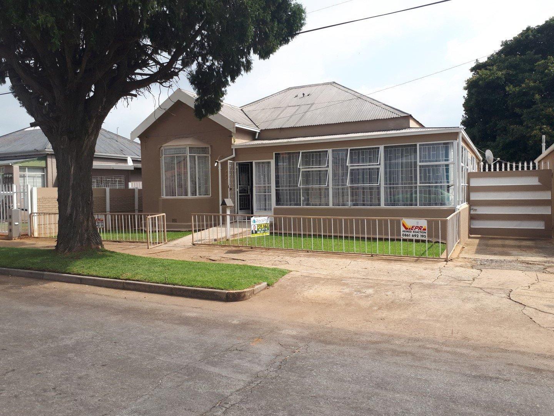 Krugersdorp, Krugersdorp West Property  | Houses For Sale Krugersdorp West, Krugersdorp West, House 2 bedrooms property for sale Price:840,000