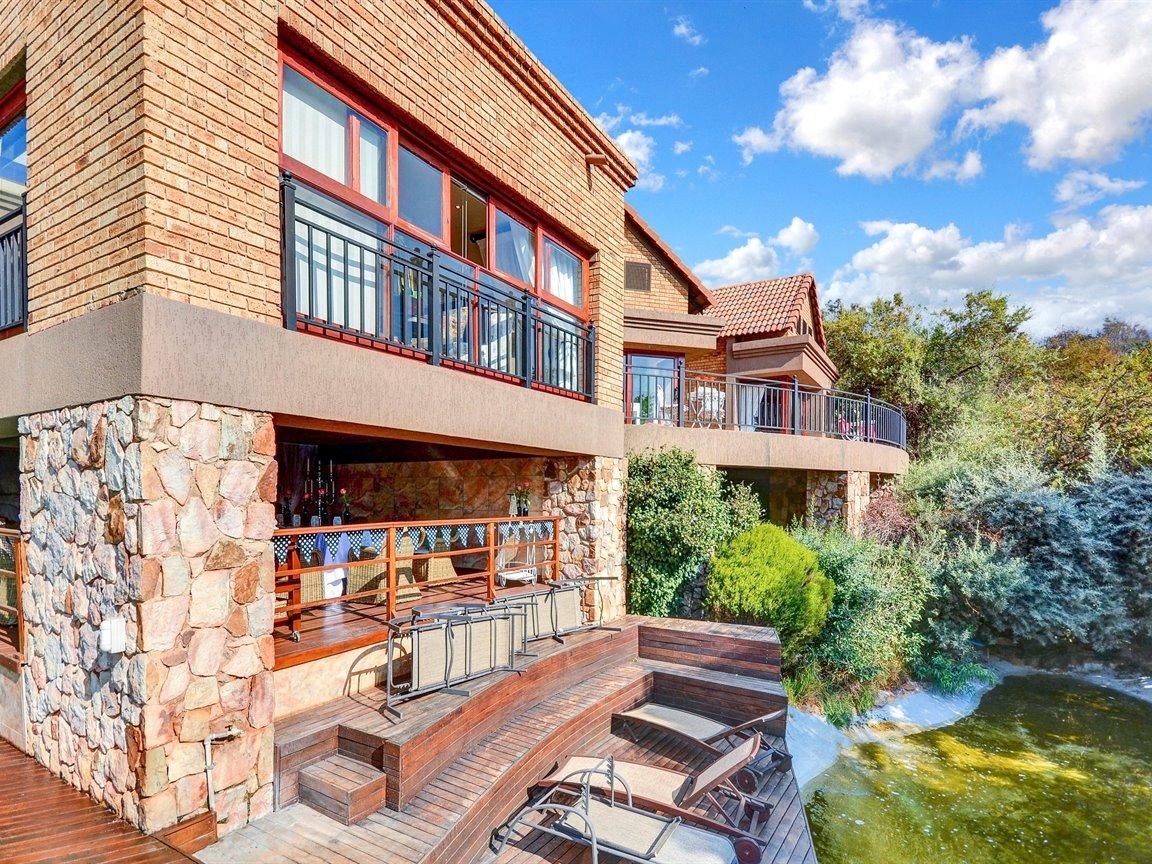 Glenvista property for sale. Ref No: 13390499. Picture no 26