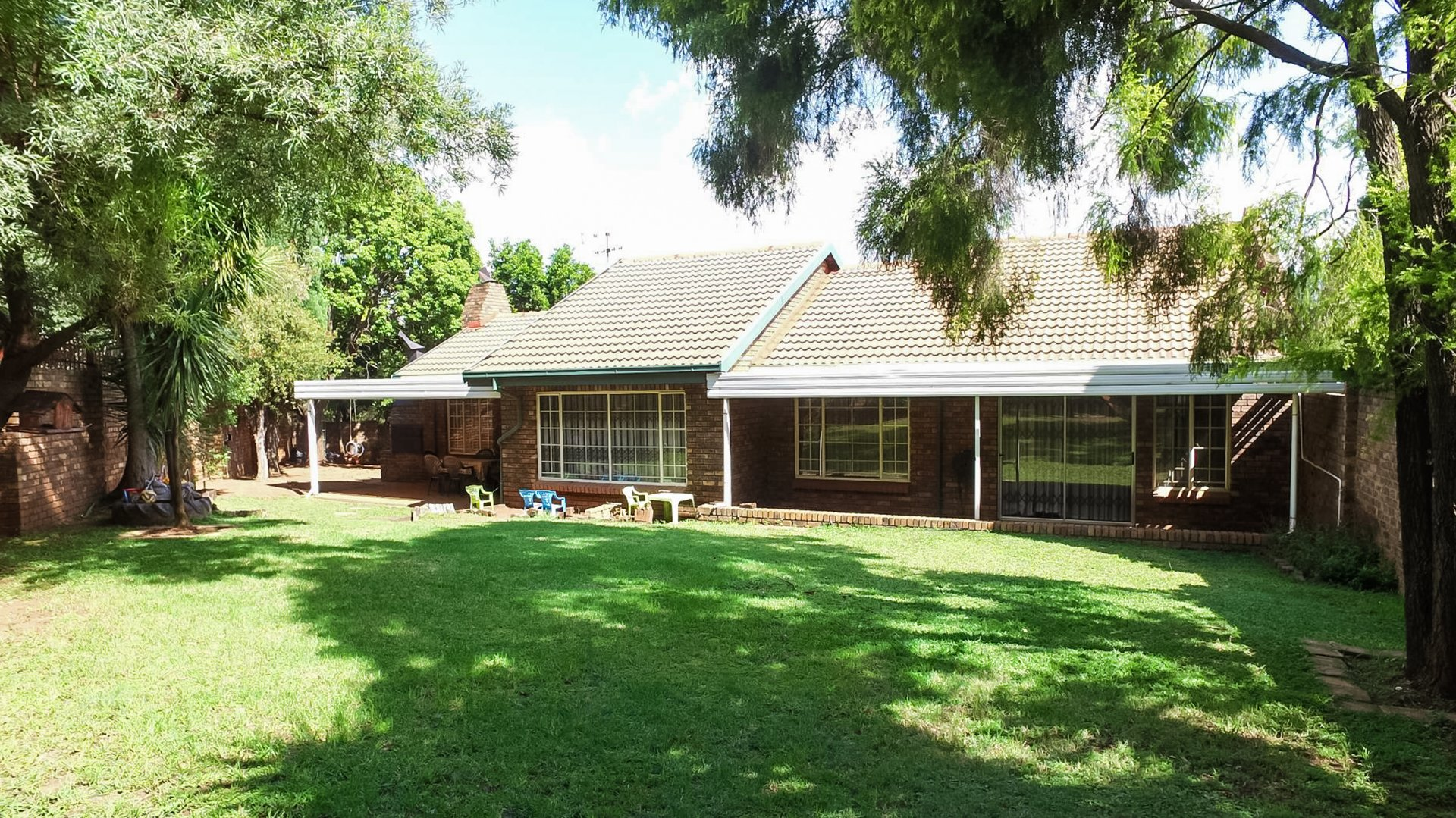 Property and Houses for sale in Die Hoewes, House, 3 Bedrooms - ZAR 1,675,000