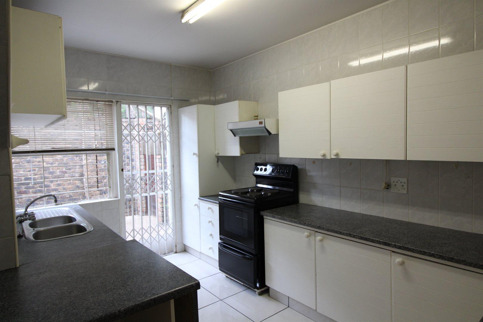 Bryanston property for sale. Ref No: 13552406. Picture no 4
