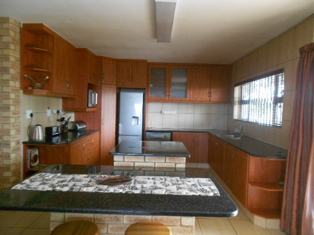 Astra Park property to rent. Ref No: 13523728. Picture no 5