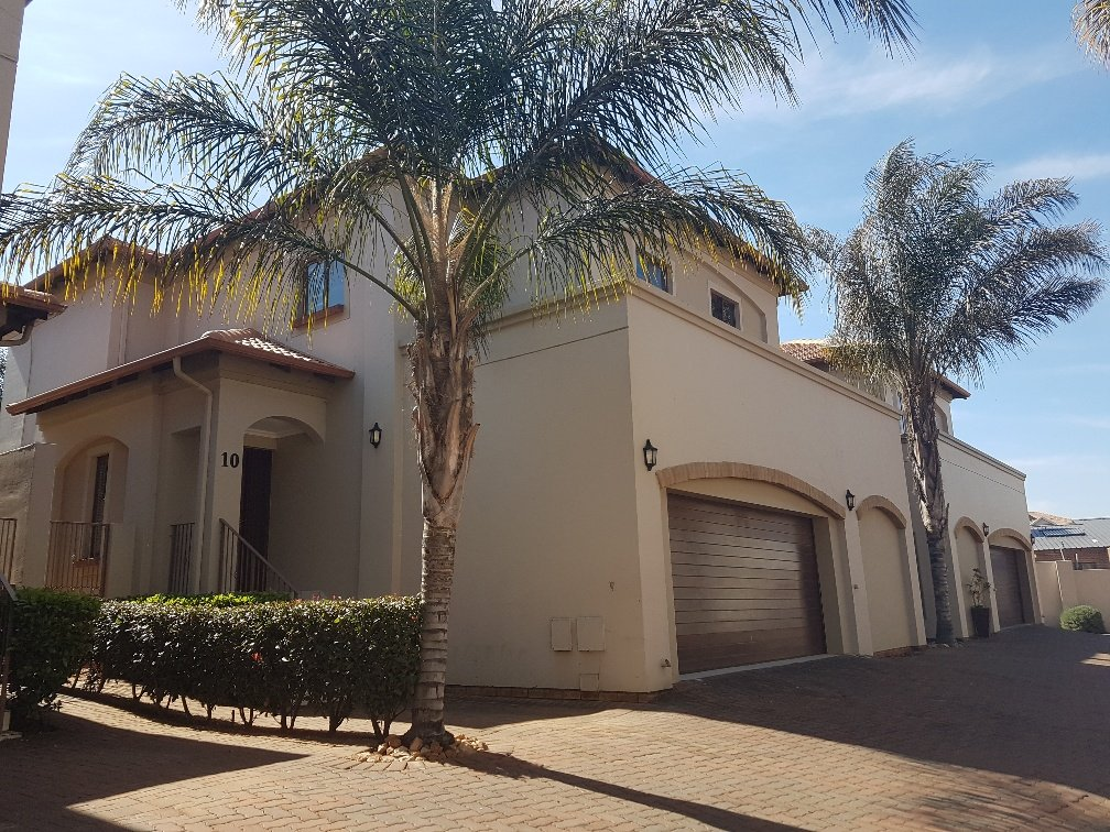 Johannesburg, Glenvista Property  | Houses For Sale Glenvista - Page 2, Glenvista, Townhouse 3 bedrooms property for sale Price:2,750,000