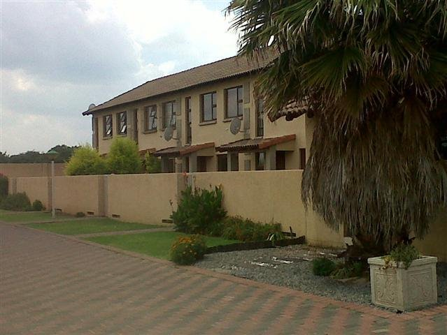 Three Rivers property for sale. Ref No: 13249893. Picture no 2
