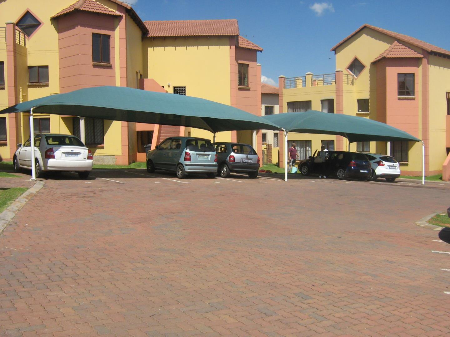 Mondeor property for sale. Ref No: 13525977. Picture no 1