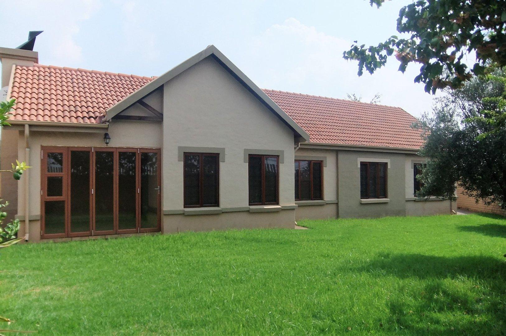 Property to Rent by Ernst Van Eck, Townhouse, 3 Bedrooms - ZAR , 17,00*,M