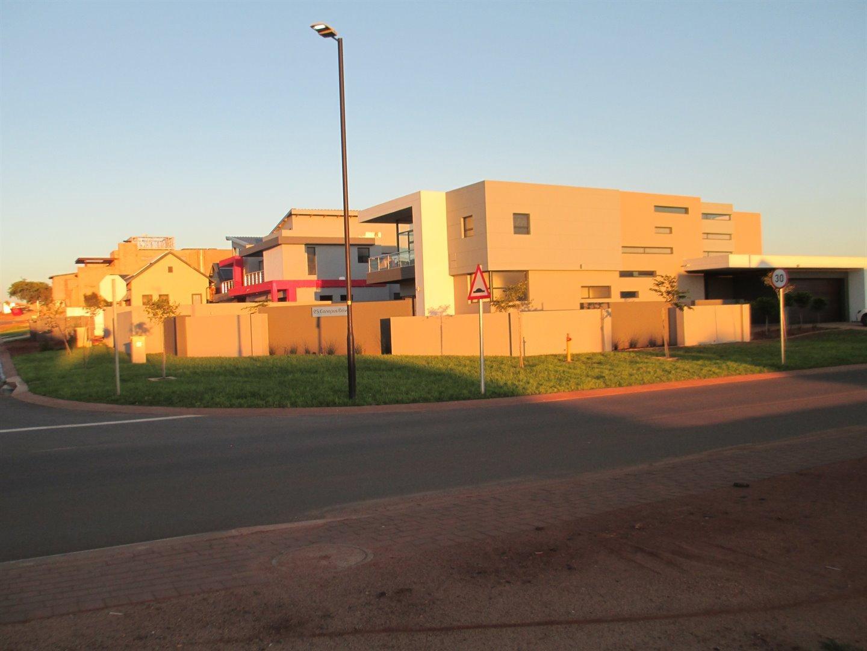Midstream Ridge Estate property for sale. Ref No: 13479529. Picture no 21