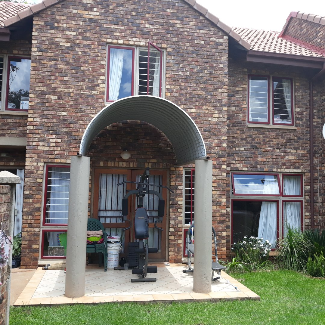 Property and Houses to rent in Die Hoewes, Townhouse, 3 Bedrooms - ZAR ,  9,50*,M